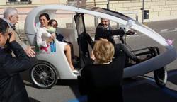 L'ecologico risciò bianco come veicolo speciale per il tuo matrimonio